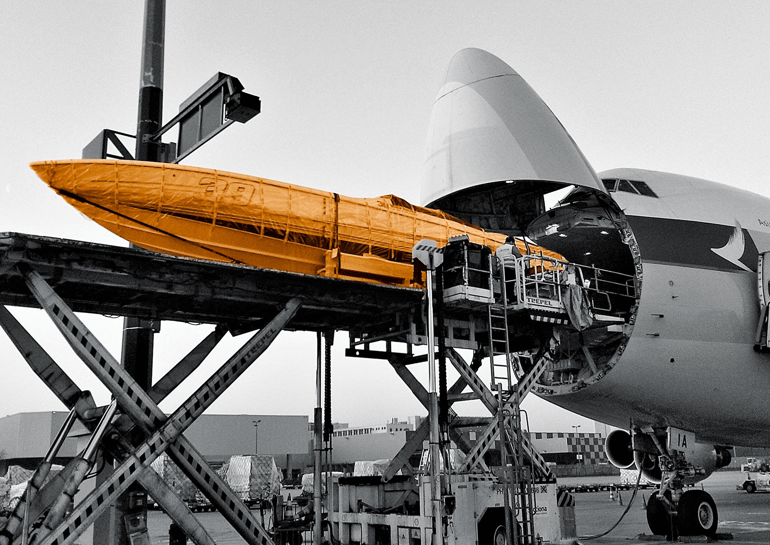 wendland-design,flugzeug,transport,boot,sw-bild,boot-farbe-orange,retusche,postproduktion