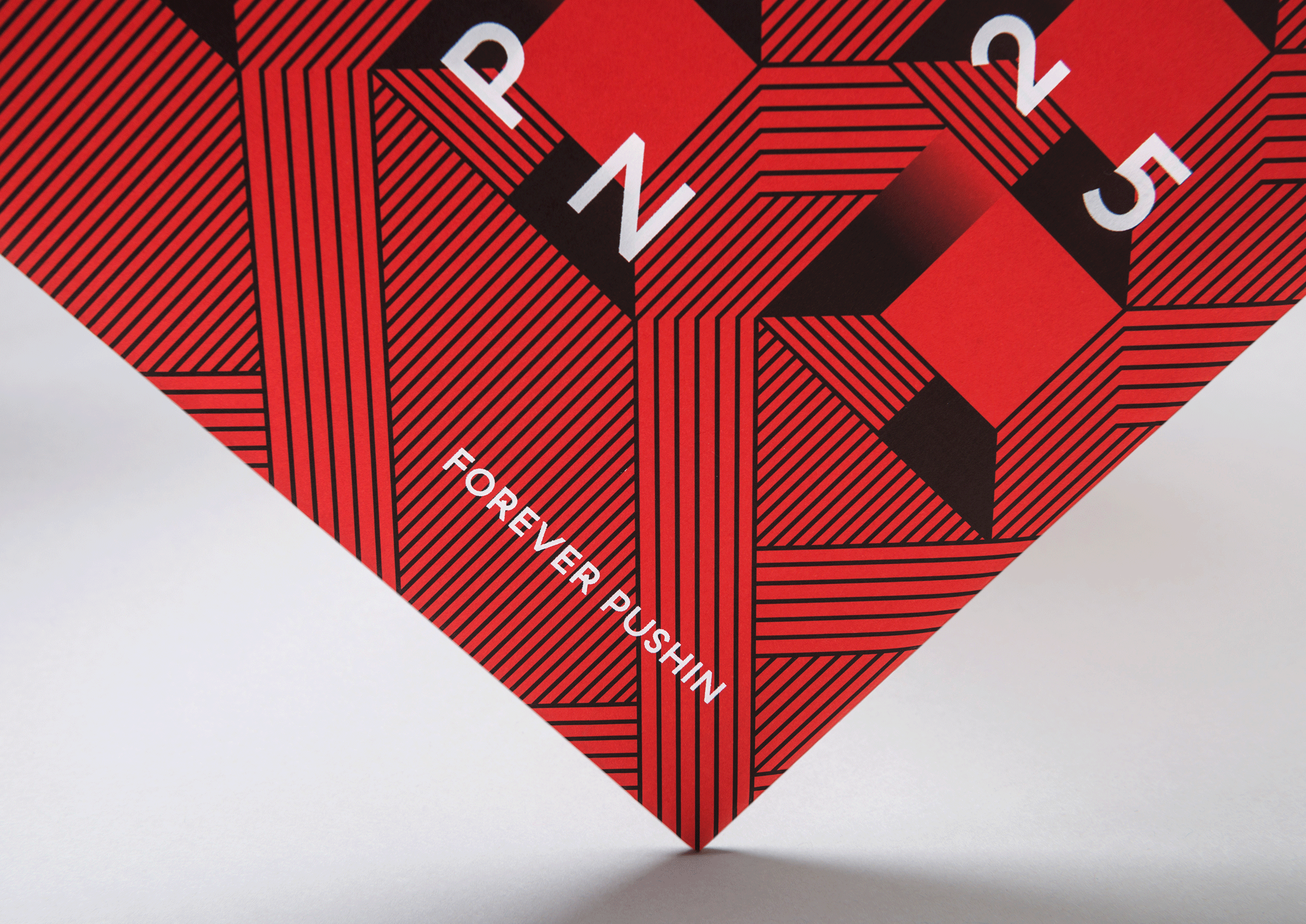 paperlux,schallplatte,cover,rot,boris-dlugosch,forever-pushin,retusche,farbanpassung,postproduktion